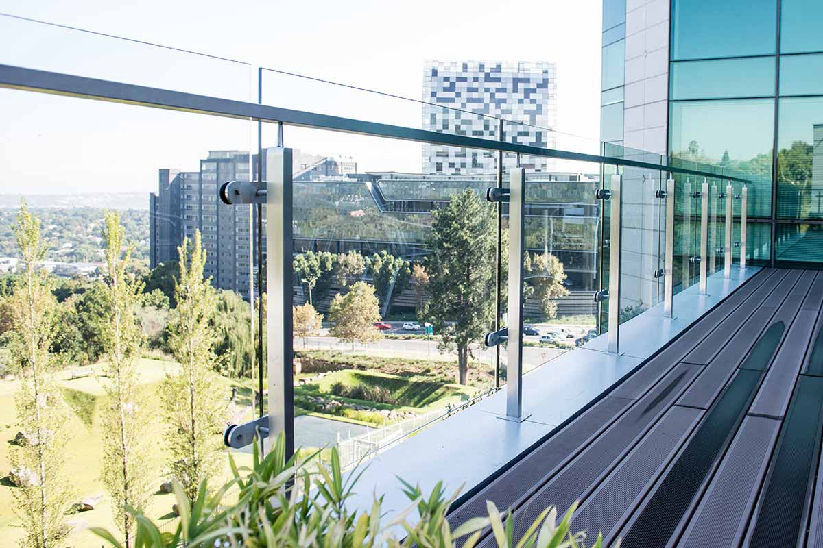 how to clean glass balustrades